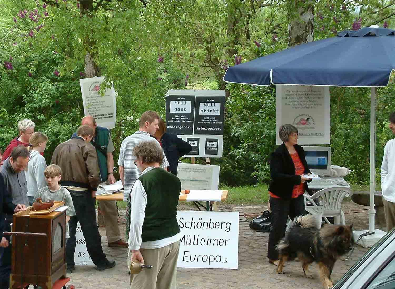 Auch beim Altstadtfest 2003 der Stadt Schönberg ist die Bürgerinitiative präsent