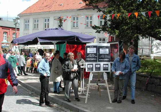 Altstadtfest der Stadt Schönberg - Mitglieder werben Mitglieder - auf Informationstafeln und im Gespräch informiert die BI über ihre Ziele .
